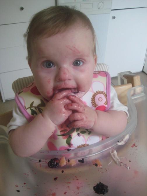 Jokių tyrelių - nuo pat pradžių vaikas valgo šeimos maistą. Pats.