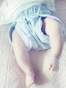Mėgstu vaikus vystyti, kartais naudoju daugkartines sauskelnes. Manau, kad taip sveikiau. Natūralumas gyvenant gamtoje žymiai lengviau pasiekiamas. (Upės medžiaginis vystyklas susegtas Snappy)