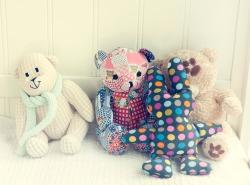 Mėgiamiausi Liepos žaislai - meškiukai. Su jais ji migdosi. Gavom dovanų, kai gimė.