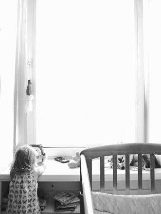 """Nenoriu pasakyti, kad aš teisiausia. Kiekviena mama suranda savus būdus auginti vaiką. Jeigu vaiko neskriaudžia fiziškai ar morališkai, tai visos mamos yra geros. Aš griežtai prieš fizines bausmes. Esu iš tos kartos, kuri gaudavo į kailį. Turiu raštelį iš savo vaikystės, kur pati užrašiau """"Aš nemušiu savo vaikų""""."""