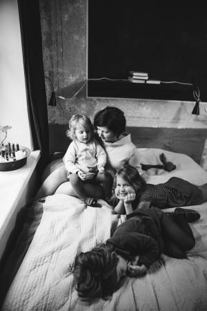 Pirmas gimdymas buvo lengvas ir greitas – per 3 valandas. Antrąkart buvau drąsi ir nusiteikusi lengvam, bet vaikas pasisuko, viskas užsitęsė, kankinausi, jaunas gydytojas nežinojo, ką daryti. Po kelių valandų pakvietė patyrusį ir jis iškart kažkaip atsuko vaiką. Trečiąkart jau bijojau. Gimdymas niekaip neprasidėjo, važinėjau ir važinėjau pirmyn atgal, tada paskatino ir viskas greit įvyko.