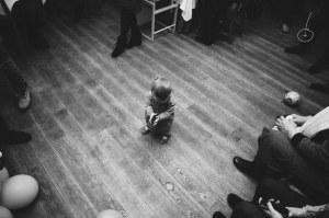 Gebėjimas būti vienam - esminė savybė, kurią reikia išugdyti vaikui Žiūrėdami į vaikus, galime prisiminti stiprų kiekvieno žmogaus norą pažinti pasaulį (nuotrauka - Raimondos Vyšnios)