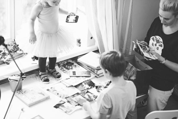 Iš vaikystės turiu labai daug nuotraukų – tėtis dirbo fotografu. Džiovindavo nuotraukas su tokiu kaip lygintuvu. Abu tėvai hipiai buvo...