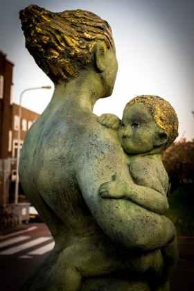 art-statue-child-mother.jpg